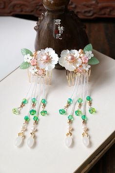 ảnh sưu tầm Prom Jewelry, Cute Jewelry, Hair Jewelry, Jewelery, Jewelry Accessories, Jewelry Necklaces, Asian Hair Pin, Chinese Hairpin, Japanese Hairstyle