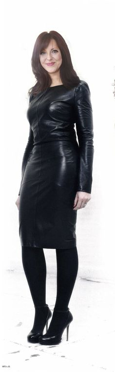 Leder Outfits, Latex Dress, Leather Dresses, Dominatrix, Fall Outfits, Shadows, Lady, How To Wear, Pants
