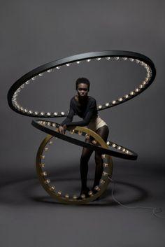 Le designer Jasper van Grootel, du studio hollandais JSPR, nous livre cette impressionnante suspension-sculpture nommée « Aura ».