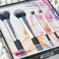 Win Real Techniques Makeup #Brush Set Giveaway ^_^ http://www.pintalabios.info/en/fashion-giveaways/view/en/2452 #International #MakeUp #bbloggers #Giweaway