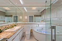 Banheiro, Branco, Bege, Porcelanato, Nichos, Espelhos, Bancada, Mármore, Banheira