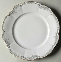 """""""Lorelei (Loreley)"""" china pattern from Hutschenreuther. If we go for simplistic design, this is my favorite shape Good China, Coffee Candle, White Dinner Plates, Gold Tips, Pot Lids, Sterling Silver Flatware, Foot Cream, Food Photography Styling, Tea Service"""