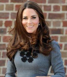 La Duquesa de Cambridge prosigue su agenda oficial. Analizamos su look
