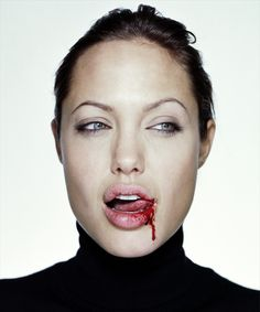 Angelina Jolie, muy a lo True Blood