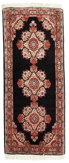 Bidjar Tekab in 143x60cm. A strong contrast and beautiful ornaments is what you will love on this rug.