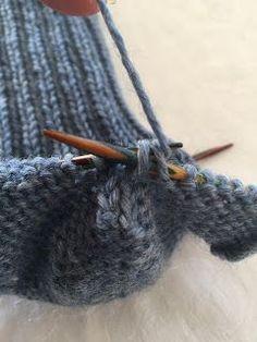 Hjemmelaget: Sokker med gammaldags hælfelling. ( oppskrift) Crochet Socks, Knitting Socks, Knit Crochet, Knit Socks, Slipper Socks, Boot Cuffs, Knitting Projects, Leg Warmers, Kids And Parenting