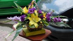#Coș cu #flori de #crin, #eustomă și #gladiolă - #Livrare în Chișinău, Moldova