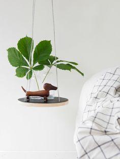 DIY your own string table from a cutting board. Budgetvenlig DIY lav dit egen svævende bord, trin for trin vejledning.