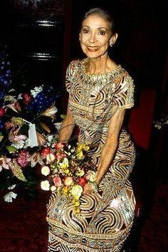 Margot Fonteyn dans une robe Yves Saint Laurent haute couture printemps / été 1967. Getty Images.