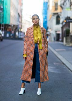 - Master print mixing with timeless pieces like a tweed coat, a tie-neck blouse and jeans in complementary hues. Subtle textures and patterns are an easy way to dip your toe in.