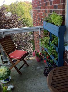 A balcony pallet garden from www.offthewallurbangardens.com