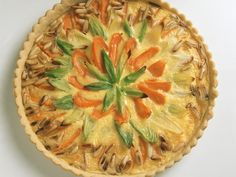Karotten-Lauch-Quiche mit Pinienkernen | http://eatsmarter.de/rezepte/karotten-lauch-quiche-mit-pinienkernen-0