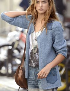 FREE PATTERN (in french) : Knitted denim jacket / La veste tricot jeans (Source : http://photo.prima.fr/tricot-tous-nos-pulls-et-gilets-tendances-1303/la-veste-tricot-jeans-18622#title)