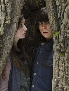 Enid (Katelyn Nacon) and Carl Grimes (Chandler Riggs) in Episode 15