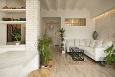 We present a house remodeling project in Valencia city centre made by the architect Juan Montoliú. Products: Sherwood series by Grespania and Calacata series by Coverlam Top. Valencia City, House Remodeling, Centre, Couch, Interior, Projects, Top, Inspiration, Furniture