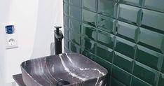 Projekt 99.7 - Hack my Ikea LILLÅNGEN Waschkommode Die Lillangen Serie von Ikea ist eigentlich zum einen etwas fad aber zum anderen auch genau so groß wie wir es für unser WC benötigen. Für einen breiteren Waschtisch ist leider kein Platz.  Daher haben wir den Waschtisch kurzerhand an unsere Wünsche angepasst.  Einkaufsliste  Waschkommode (1x 502.051.55)  Abschlussregal(2x 702.110.37)  Abdeckplatte (003.547.27)  Griffe (803.397.90)  Haarnadelbeine  Mischerbatterie  Waschbecken  Zuerst gilt… Ikea Lillangen, Diy Hack, Hacks, Cover Up, Sinks, Dresser, Projects, Glitch