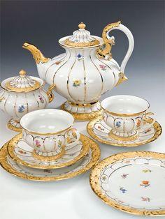 Meissen tea set...wish it was on my table.