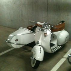 I want this Vespa and sidecar so bad! How cute would my boxer boy be in the sidecar with doggles (doggie goggles)!!