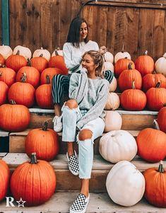 Halloween Bedroom, Fall Halloween, Fall Pictures, Fall Photos, Fall Pics, Pumpkin Patch Outfit, Photo Recreation, Pumpkin Photos, Cute Photography