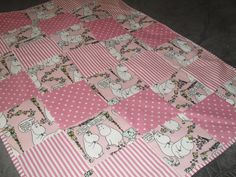 Ronja-tyttösen pinkki köllöttelypeitto muumia + pilkkua + raitaa