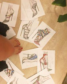 Quale mi metto ? Buon pomeriggio ! 🌺#RossoTibet #lifeblog #amandadeni3_0 #amanda #amandadeni #fashioninfluencer  #shoes #webinfluencer #mybodymyrules #Blogger #home #journalist #heels #taccododici #bestoftheday #ostetrica #art #fashion #creativity #stylist  #fooddesigner #mypicture  #beauty #designer #happyness #inspiration #shoesdesigner #sonocomesono #unfiltered #fooddesigner #florist