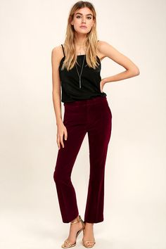 It's hard to believe an item as dreamy as the Living in a Dream Burgundy Velvet Trouser Pants exists! These stylish velvet trouser pants have a banded waist, diagonal front pockets, and decorative back pockets. Relaxed pant legs end in a slight flared, cropped hem. Hidden front zipper and hook closure.