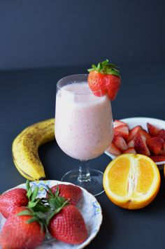 Strawberry Banana Smoothies. ( 1 'naner, 1 cup 'berries, 1 cup milk, 1 quarter cup OJ, 1 handful of ice)