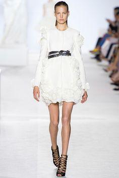 Giambattista Valli Fall 2013 Couture Collection Look Model Elisabeth Erm All Fashion, Fashion Week, Fashion Addict, Couture Fashion, Passion For Fashion, Runway Fashion, Fashion Show, Fashion Design, Italian Fashion