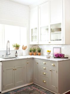 6 Fortunate Cool Tips: Affordable Kitchen Remodel Brass Hardware small kitchen remodel design.Apartment Kitchen Remodel Posts kitchen remodel home. Two Tone Kitchen Cabinets, Upper Cabinets, Kitchen Cabinet Design, Kitchen Redo, Beige Cabinets, Kitchen White, Kitchen Small, Country Kitchen, Kitchen Styling