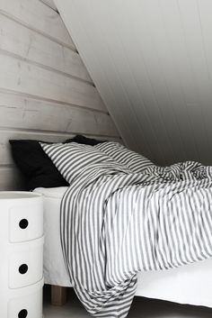 TASARAITAA Small Room Bedroom, Bedroom Decor, Monochrome Bedroom, Bedroom Black, Inside A House, Scandinavian Style Home, Bedding Inspiration, Beautiful Interior Design, Dream Decor