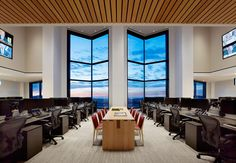 Global Investment Firm in SF, CA | Architecture: Bohlin Cywinski Jackson | Lighting Design: Banks | Ramos Architectural Lighting Design | Photo: Matthew Millman Photography | click for more details