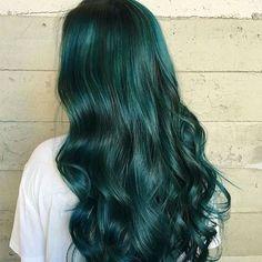 Hair Color Trends You Should Not Miss for This Autumn - Dark green mermaid hair style, love it so much~Dark green mermaid hair style, love it so much~ Dark Green Hair, Hair Color Dark, Unique Hair Color, Color Blue, Dark Blue, Emerald Hair, Coloured Hair, Dye My Hair, Rainbow Hair