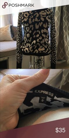 Super Cute Express Sweater!! Really cute under a jacket for fall. Great sweater by Express!!! Express Sweaters Crew & Scoop Necks