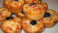 The best recipe for Savory Pizza Muffins! To try it is to adopt it! Ingredients: 180 gr of flour 1 sachet of baking powder 150 gr of white ham 10 cl of olive oil 10 cl of milk 100 gr of grated cheese 3 eggs salt and pepper … Tapas, Cooking Time, Cooking Recipes, Pizza Style, Food Porn, Antipasto, Muffin Recipes, Finger Foods, Food And Drink