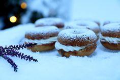ruusumäki: Laskiaispulladonitsit lakutäytteellä Kermit, Cookies, Baking, Desserts, Food, Crack Crackers, Tailgate Desserts, Deserts, Biscuits