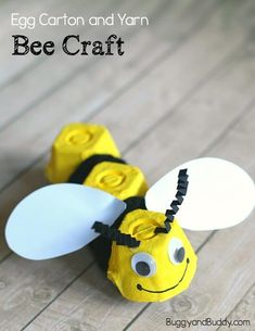 6 Buzzing Bee Crafts For Kids Craft idea for children: tinker upcycling bees fr. - 6 Buzzing Bee Crafts For Kids Craft idea for children: tinker upcycling bees from egg carton and c - Bee Crafts For Kids, Toddler Crafts, Crafts To Do, Preschool Crafts, Projects For Kids, Diy For Kids, Arts And Crafts, Art Projects, Upcycled Crafts