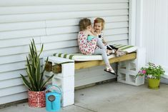 Easy DIY Outdoor Bench (from Cinder Blocks) | Modern Chemistry at Home #cinderblocks #cinderblockbench Cinder Block Bench, Cinder Blocks, Backyard Projects, Backyard Patio, Outside Benches, Cabin Porches, Outdoor Dining, Outdoor Decor, Block Table