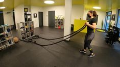 e-pulse Personaltraining www.e-pulse.ch Men's Health Fitness, Shoulder Workout, Workout Challenge, Strength Training, Workout Videos, Gym Equipment, Fitness Motivation, Shoulder Training, Workout Equipment