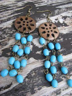 Lapače snů V Náušnice se skládají z dřevěných knoflíků, korálků howlitu a kov. komponentů v bronzové barvě.