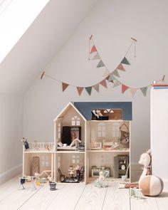 389 curtidas 2 comentários Interior & Scandinavian Decor (Is To Me) no Insta Play Corner, Baby Room Design, Little Girl Rooms, Kid Spaces, Kids Decor, Kids Bedroom, Nursery Decor, Nursery Ideas, Room Ideas