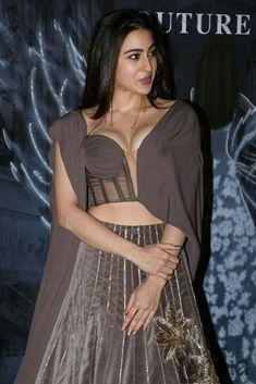 Best Indian Dating Whatsapp Group Links Bollywood Actress Hot Photos, Bollywood Girls, Beautiful Bollywood Actress, Bollywood Stars, Beautiful Indian Actress, Bollywood Celebrities, Bollywood Fashion, Anushka Sharma, Priyanka Chopra