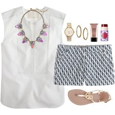 Seahorse shorts and statement necklace :)