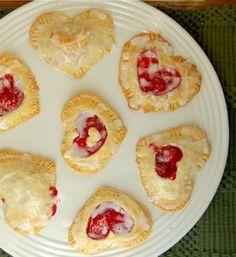Enamóralo con esta exclusiva receta: Mini tartas de corazón. http://www.saborcontinental.com/2014/01/especial-de-san-valentin-mini-tartas-de-corazon/