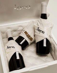 La compañía de vinos Bodegas Canopy eligió ese nombre debido a que el vino proviene de una viña en Toledo que no gozaba de buena reputación por lo que su adquisición representó un riesgo y para algunos, una locura. La agenciaLOLA Madriddiseñó el logo, etiqueta y packaging. Nos ha encantado.... Read More →