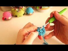 Make a Decorative Crochet Bead - DIY Crafts - Guidecentral Crochet Game, Crochet Diy, Crochet Doilies, Tutorial Crochet, Crochet Blouse, Crochet Videos, Embroidery Techniques, Couture, Basket Weaving