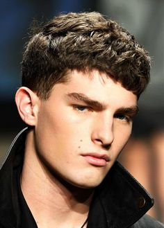 Easy Boys Haircuts - Hairstyle Ideas for Men Hipster Haircuts For Men, Haircuts For Wavy Hair, Cool Haircuts, Hairstyles Haircuts, Hairdos, Short Haircuts, Short Hair Man, Wavy Hair Men, Short Textured Haircuts