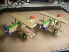 aviãozinho de madeira <br> <br>pintado <br> <br>sem pregos <br> <br>acompanha 1 gravação com o nome em pirografia