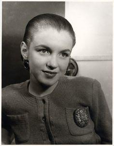 Young Norma Jeane Baker aka Marilyn Monre (age 17)