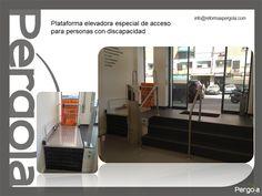 Oficina de Farmacia reformada por Pérgola cuidando mejorar la accesibilidad del local (info@reformaspergola.com)