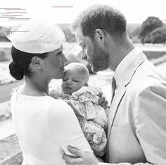 Meghan Markle and Prince Harry's Son Has Christening at Queen's Private Chapel - Archie's Big Day! Meghan Markle and Prince Harry's Son Has Christening at Queen's Private Chap - Megan E Harry, Prince Harry Et Meghan, Meghan Markle Prince Harry, Bonnie Prince, Princess Diana Sisters, Princess Meghan, Elizabeth Ii, Princesa Charlotte, Princesa Diana